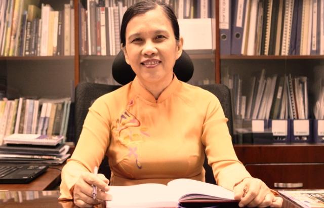 TS. Bùi Trân Phượng đã có nhiều đóng góp tiêu biểu trong việc phát triển văn hóa và giáo dục © 2013 HSU