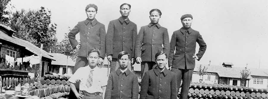 """""""Travailleurs indochinois"""" du camp de Sorgues vers 1942 © coll. Emilie Potet"""