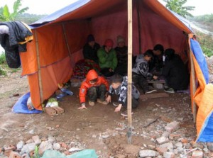 Une famille sous une tente pendant le nouve an © 2012 Quang Vinh