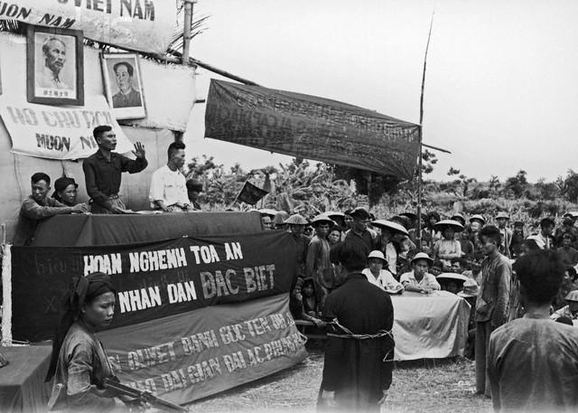 1955 Vietnam du Nord. Un tribunal spécial pendant la réforme agraire