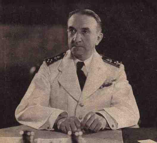 L'amiral Jean Decoux (1884-1963), Gouverneur général de l'Indochine française du 25 juin 1940 au 9 mars 1945.