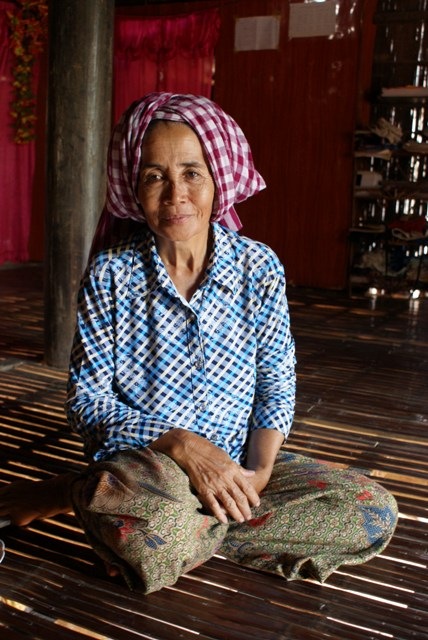 Woman in Svay Khleang, during conversation about the village's history © Julie Thi Underhill