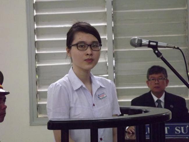 Nguyen Phuong Uyen à la barre du Tribunal populaire de Long An le 16 mai 2013.