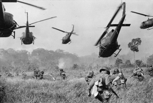 VNWar_USArmyHelicoptersMarch1965