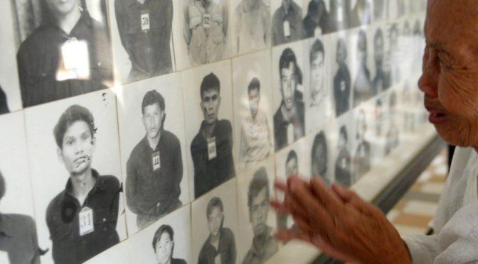 Inauguration à Paris d'une stèle en hommage aux victimes des Khmers rouges